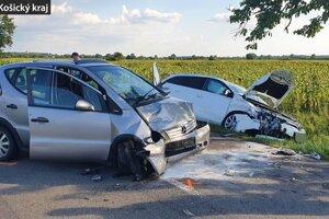 Pri nehode zasahovali všetky záchranné zložky.