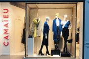 Camaieu predáva dámske oblečenie a doplnky.
