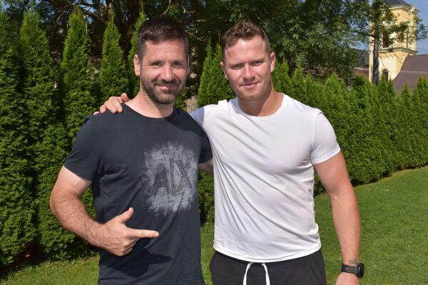 Hokejisti Rastislav Pavlikovský (vľavo) a Milan Bartovič v Medzilaborciach.