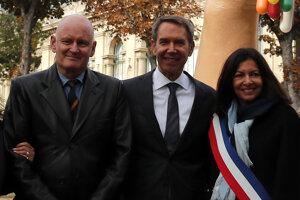 Bývalý námestník starostky Paríža Christophe Girard (vľavo).