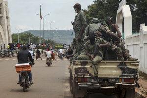 Vojaci v uliciach Bamaka.