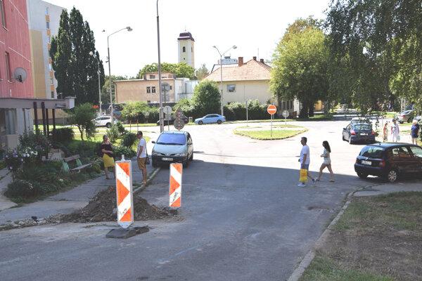 Hviezdoslavova ulica v Leviciach.