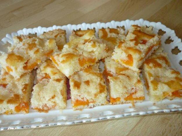 Šťavnatý hrnčekový koláčs marhuľami
