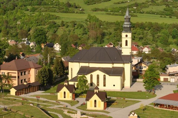Areál baziliky minor v Ľutine.