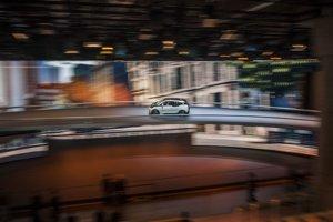Na BMW i3 sme jazdili vo vnútri výstavnej haly po cestách nad hlavami návštevníkov. Atmosféru mesta v najveľkolepejšej expozícii frankfurtského autosalónu dotvárali  obrovské LED obrazovky.
