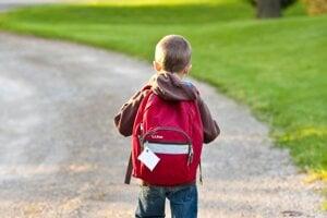 Viete, ako vybrať prvákom správnu školskú tašku?