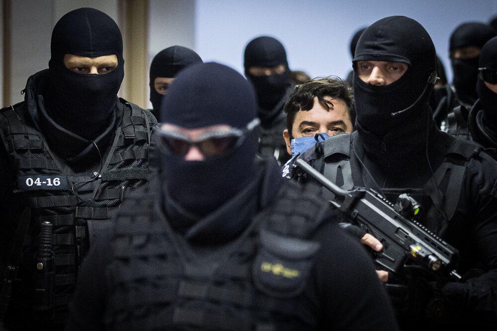 23. júl 2020. Mariana Kočnera privádzajú na súd.