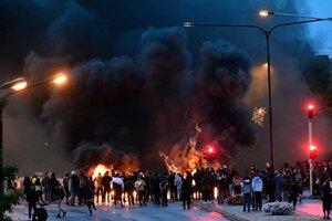V švédskom Malmö vypukol násilný protest ako reakcia na spálenie Koránu.