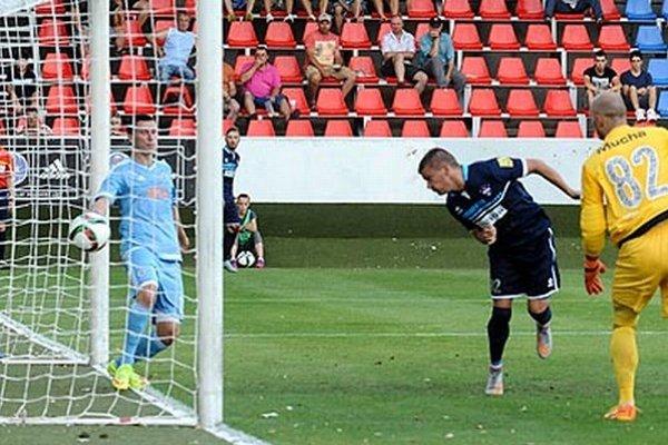 Jeden gól na body nestačil. Takto hlavičkoval do siete Marin Glavaš.