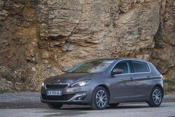 V triede kompaktných áut je stále dusnejšie a čoraz vyrovnanejšia úroveň konkurentov. Z Peugeotu 308 cítiť veľkú snahu byť medzi najlepšími.