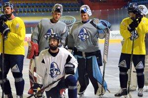 Tomáš Pokrivčák (v bielom) má znovovznikajúcej partie dobrý pocit.