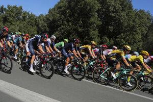 Pelotón počas etapy Tour de France.
