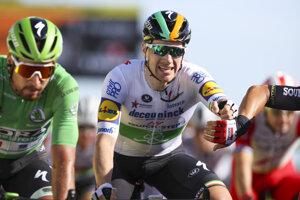 Sam Bennett zdoláva Petra Sagana v 10. etape.