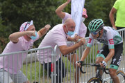 Lennard Kamna a fanúšikovia počas 16. etapy Tour de France 2020.