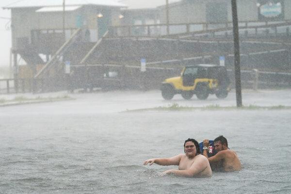 Prudký dážď pred príchodom hurikánu Sally do Pensaoly na Floride.
