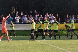 Radosť belianskych futbalistov z postupu cez Poprad bola obrovská.
