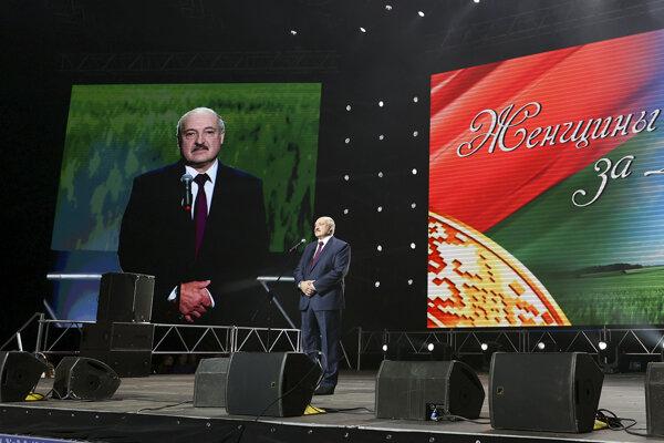 Alexander Lukašenko počas prejavu na ženskom fóre Za Bielorusko.