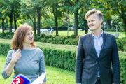 Ministerka kultúry SR Natália Milanová a riaditeľ Fondu na podporu umenia Jozef Kovalčík počas predstavenia základných podmienok a parametrov výzvy pre nezávislú kultúru.