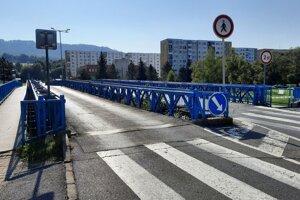 Svidnícky modrý most cez Ladomírku je čiastočne uzatvorený.