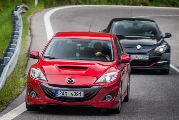 Testované športové kompakty predstavujú to najlepšie zo svojej kategórie a my sme na dlhej ceste aj testovacej dráhe hľadali lepšieho z dvojice. Video odhalí, či je drahší Megane R.S.265 aj lepší ako Mazda 3 MPS.