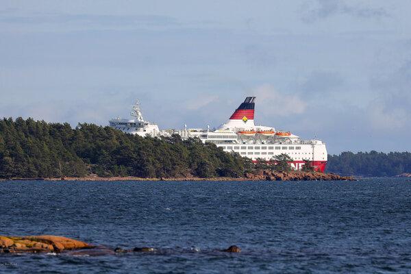 Trajekt uviazol na plytčine v súostroví Alandy v Baltskom mori medzi Fínskom a Švédskom.