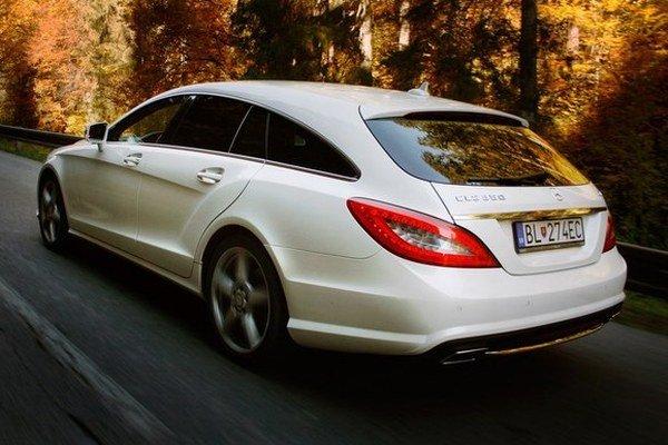Nech vyzerá CLS Shooting Brake akokoľvek majestátne a exkluzívne, vždy naplno vyžaruje, že je urobené pre ľudí a ich každodenné potreby. Za novými tvarmi sa ukrýva pomerne praktický Mercedes.