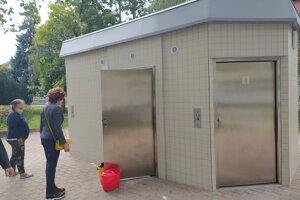Zrekonštruované toalety na Hlavnom námestí.