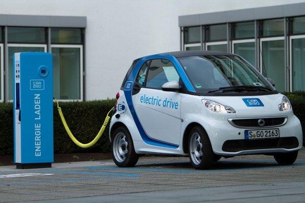 Malé elektrické Smarty majú potenciál doplniť dnešné taxi-služby.