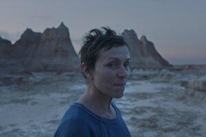 Frances McDormand vo filme Nomadland.