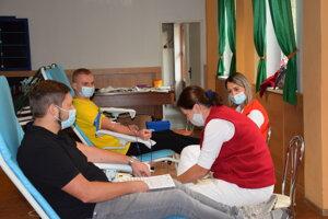 Tradičné motorkárske darovanie krvi v Sečovciach. Tradícia ostala neporušená.
