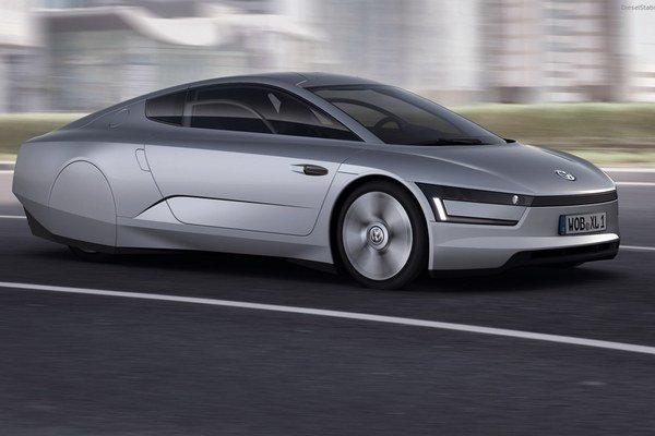Prototyp vozidla Volkswagen L1 predstavil v roku 2012 verejnosti Dr. Ferdinand Piech. Jeho tretia generácia podstatne zmenila vzhľad, no napriek tomu účel predbieha súčasný dizajn.