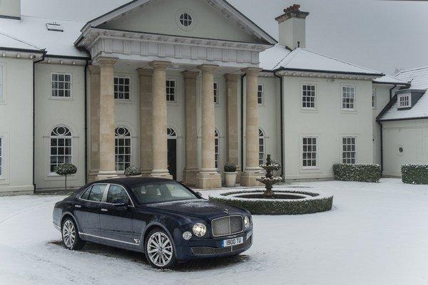 Bentley svoju vlakovú loď Mulsanne oficiálne predstaví o pár týždňov v Ženeve. Objednávať tento model bude možné od apríla, no cenu vozidla sme sa zatiaľ nedozvedeli.