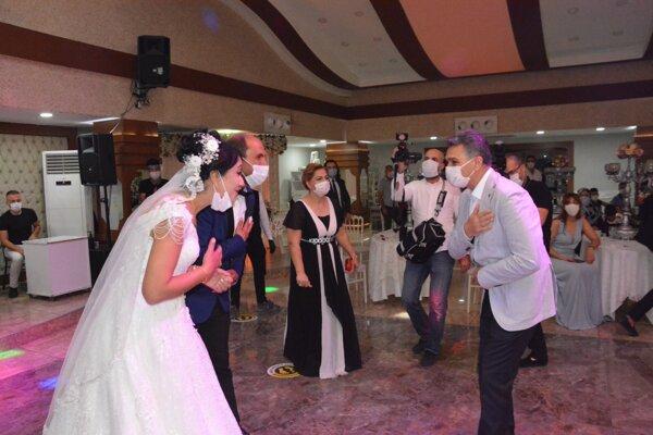 Svadby a väčšie oslavy sú najrizikovejšie podujatia.