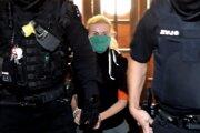 Bývalú štátnu tajomníčku Moniku Jankovskú odvádzajú zo Špecializovaného trestného súdu v Banskej Bystrici.