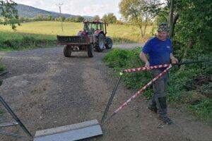 Majitelia poľnohospodárskych strojov dostali od rampy kľúče.