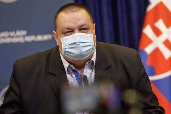 Hlavný hygienik Ján Mikas.