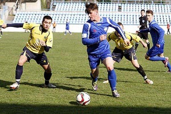 Juniori FC Nitra podľahli Štúrovu 0:2.