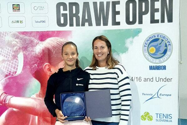 Lucia Hradecká s mamou-trénerkou Andreou.