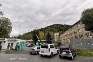 V nemocnici aktuálne evidujú 38 pozitívnych zamestnancov.