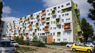 Veľká lúpež miest a obcí? Prečo ich pohoršuje Holého stavebný zákon (odpovede)
