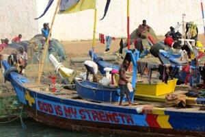 Ghanskí rybári patria k jednej z najviac veriacich komunít v krajine. Veta God is my strength - Boh je moja sila je odpoveďou na každý problém pobožných rybárov.
