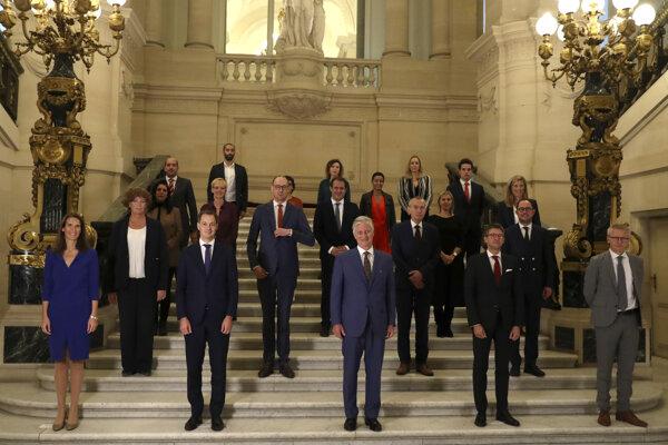 Nová belgická vláda, De Sutterová druhá zľava.
