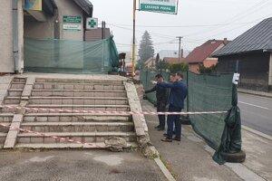 Pôvodné schody už odstránili, nahradia ich nové.