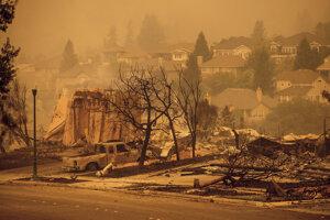 Požiar v Santa Rose zničil viacero domov.