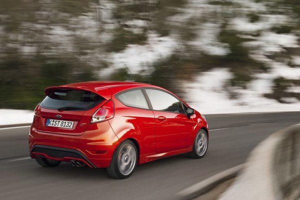 Fiesta ST má výkon 134 kW a stovku dosiahne za 6,9 s. Cena verzie ST X so šesťstupňovou mechanickou prevodovkou začína od 20.990 eur.