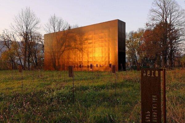 Monument v Majeri