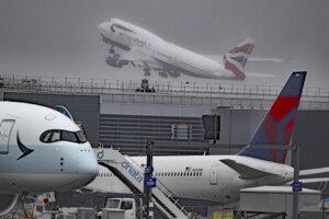 Z letiska Heathrow vzlietli posledné dva Boeingy 747 britských aeroliniek British Airways.