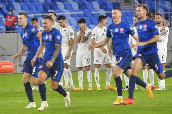 Slovenskí futbalisti postúpili do finále play off po víťazstve nad Írskom.