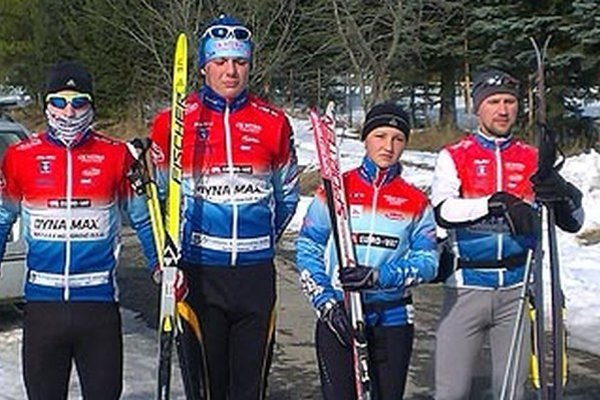 Cyklisti Cyklo Klubu Dynamax Nitra na februárovom sústredení pod Tatrami ešte využívali bežky.