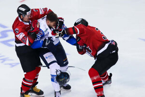V zápase medzi Popradom a Banskou Bystricou sa na ľade iskrilo.